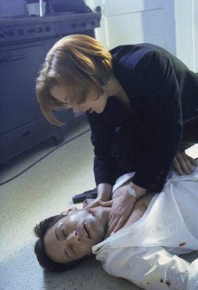 xfiles signs and wonders scully mulder touching