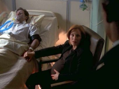 xfiles deadalive scully holding mulders hand