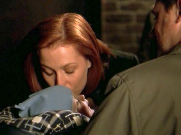 xfiles provenance scully kissing william gunmen